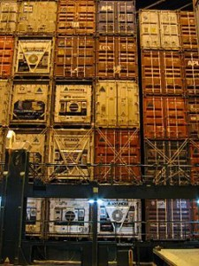 Sneakers_256px-Stack_of_containers